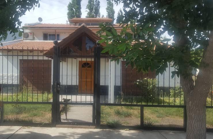 Fachada antes: Casas de estilo  por Aida Tropeano & Asoc.,