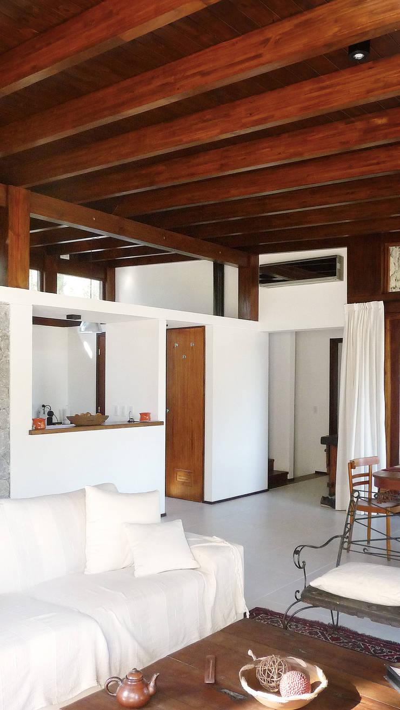 Casa Mar de las Pampas: Livings de estilo  por CRF Arquitectos,