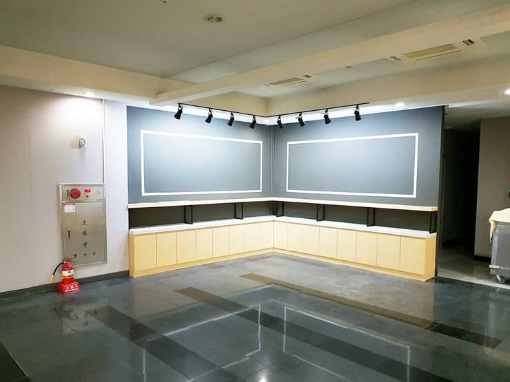 식음공간-건국대학교 기숙사: DB DESIGN Co., LTD.의  레스토랑,