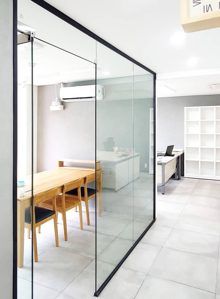 주거-신길동 쇼룸: DB DESIGN Co., LTD.의  서재 & 사무실,