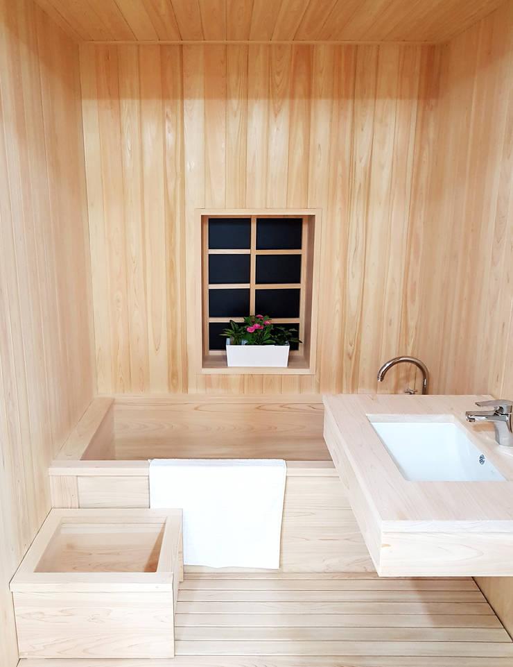 주거-신길동 쇼룸: DB DESIGN Co., LTD.의  욕실,