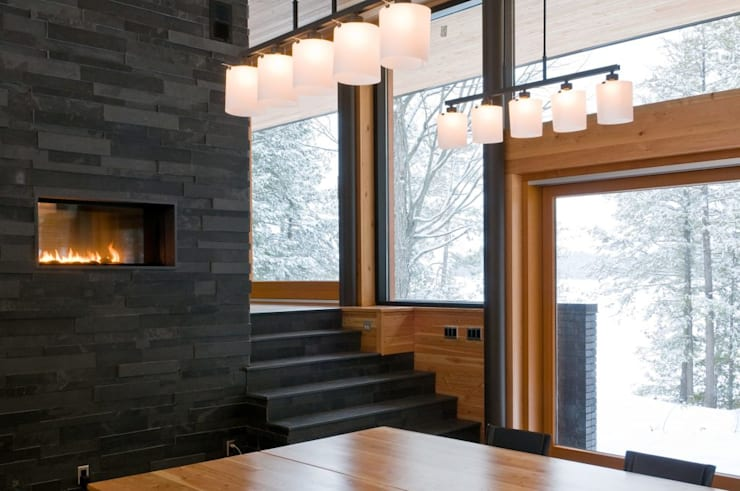 Contemporary Cottages in Ontario:  Dining room by Trevor McIvor Architect Inc