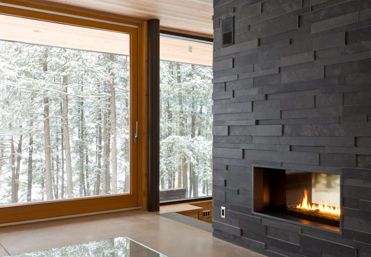 Contemporary Cottages in Ontario:  Living room by Trevor McIvor Architect Inc
