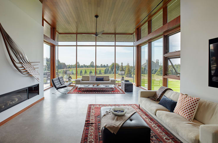 Custom Homes in Ontario:  Living room by Trevor McIvor Architect Inc