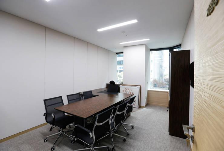 사무실-유안타증권 여의도: DB DESIGN Co., LTD.의  사무실,