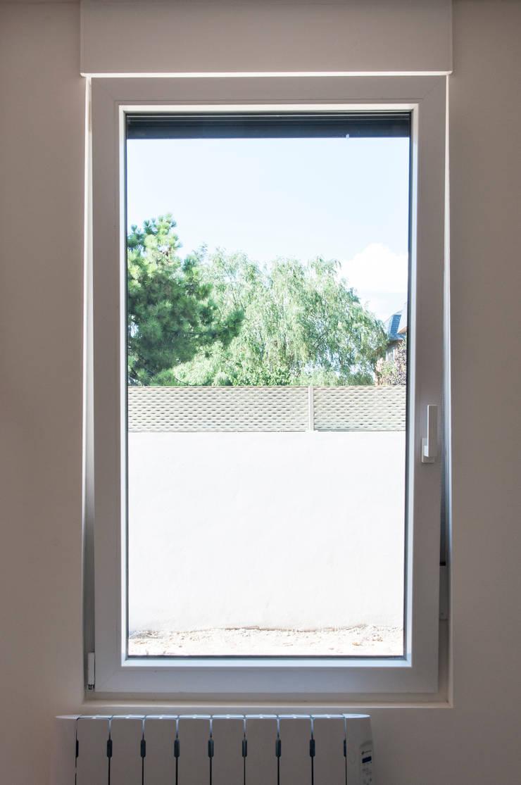 Carpintería exterior - Ventanas: Ventanas de estilo  de MODULAR HOME,