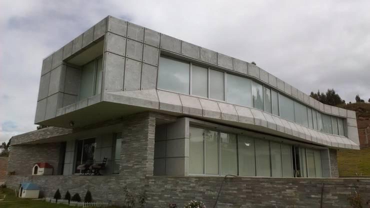 BRASSEA MANCILLA ARQUITECTOS: Casas unifamiliares de estilo  por Brassea Mancilla Arquitectos, Santiago, Moderno Concreto reforzado