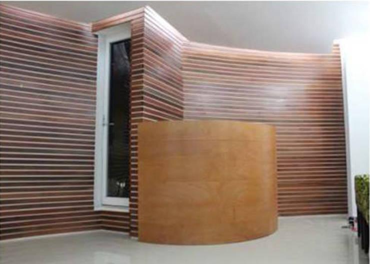 Couloir et hall d'entrée de style  par 8 AM INGENIERIA, Minimaliste Bois Effet bois