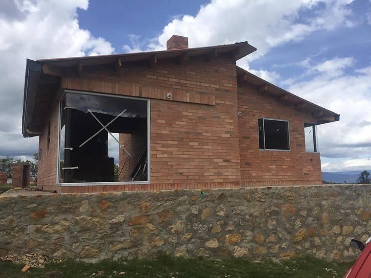 Proyecto casa de descanso Simijaca - Cundinamarca: Casas campestres de estilo  por Lopez Robayo Arquitectos, Rural Ladrillos