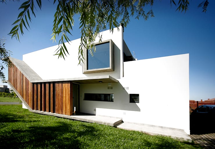 Casa Liana: Casas de estilo  por Favio Guadagna,