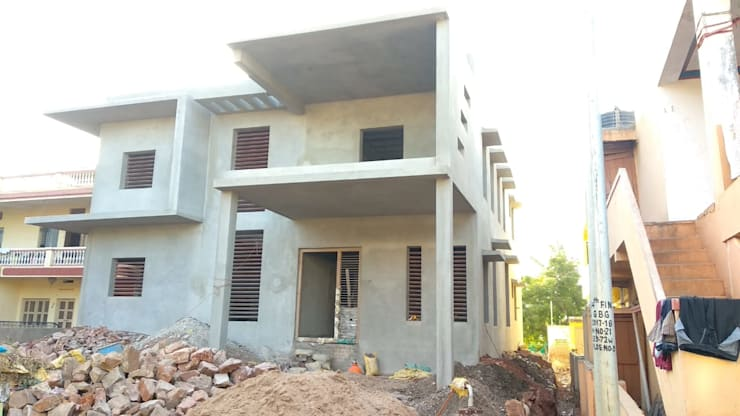 Betala Residence @ Bagalkot:   by Cfolios Design And Construction Solutions Pvt Ltd