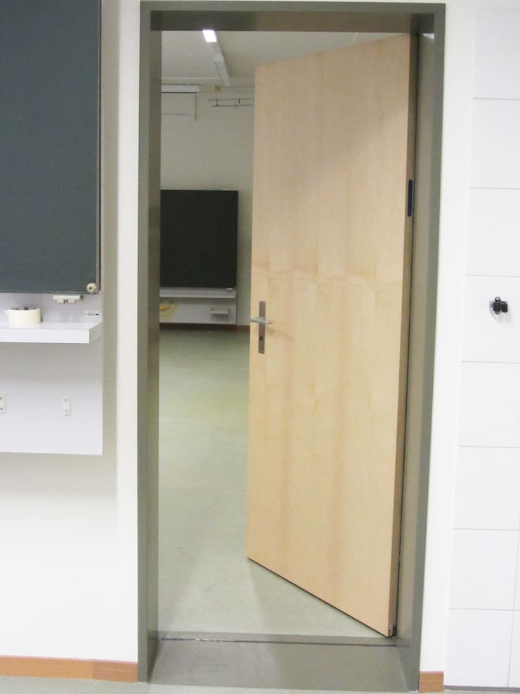 Schulzimmerverbindungstür:  Schulen von mmarch gmbh - Mader Marti Architektur ETH SIA,Modern Holz Holznachbildung