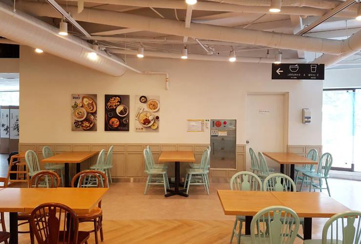 식음공간-휘닉스평창: DB DESIGN Co., LTD.의  레스토랑,
