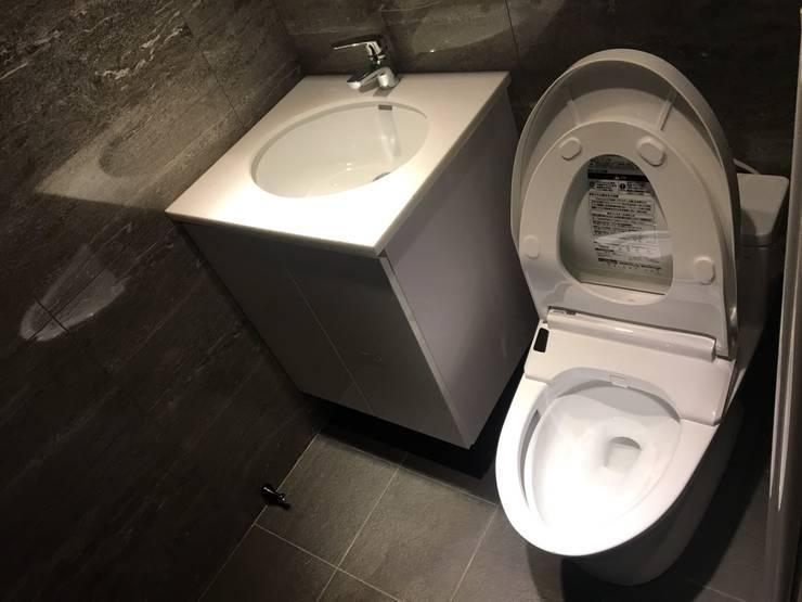 系統家具打造儲藏.臥榻功能兼具的舒適環境:  浴室 by 捷士空間設計(省錢裝潢)