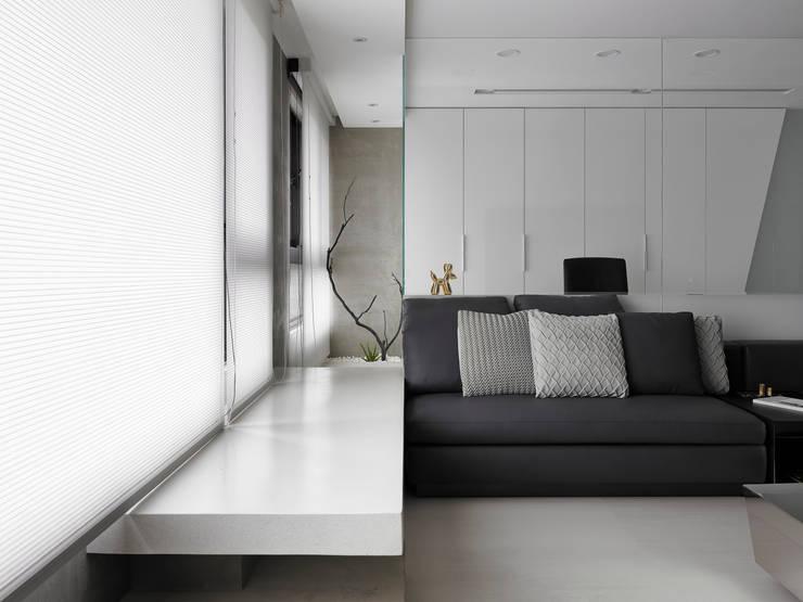 R House:  客廳 by Nestho studio
