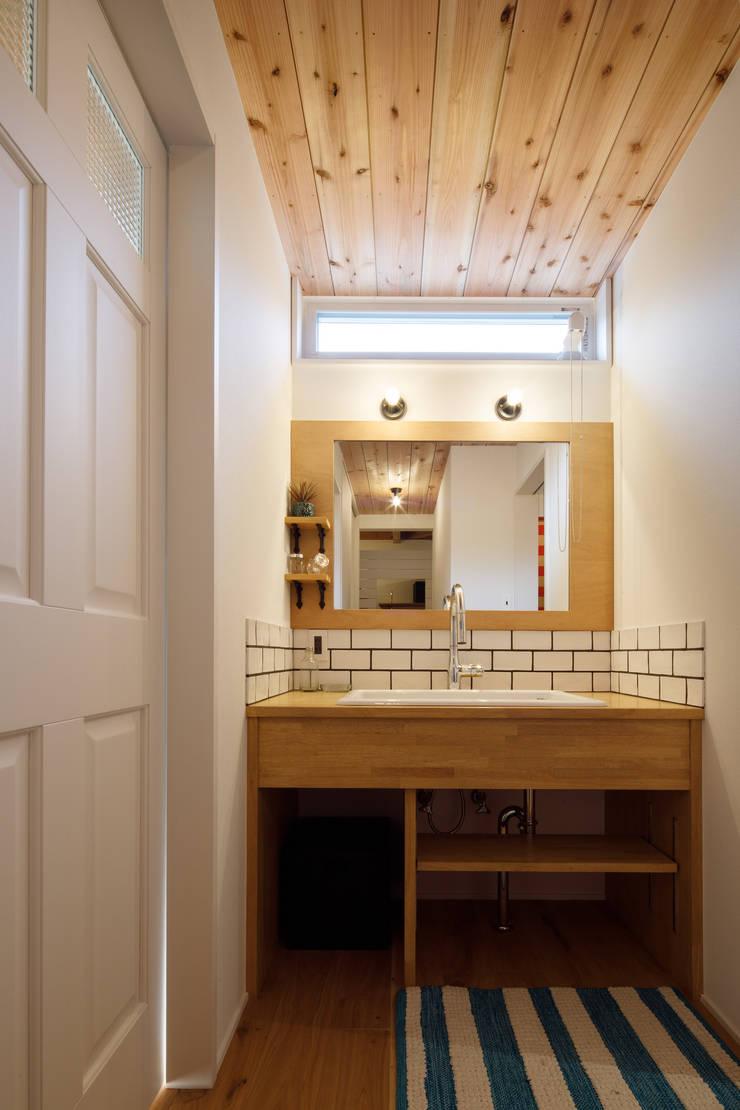 Bathroom by dwarf, Rustic