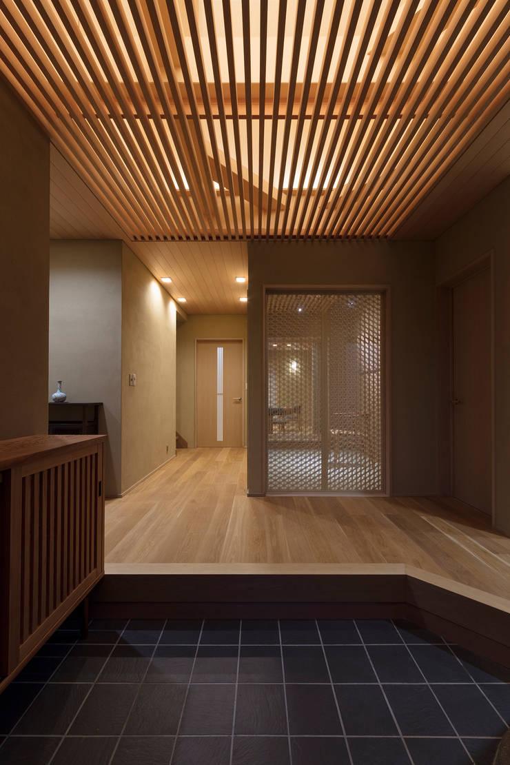 Koridor & Tangga Gaya Asia Oleh スタジオクランツォ Asia Kayu Wood effect