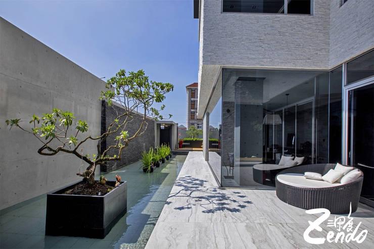 層峰:  庭院 by Zendo 深度空間設計