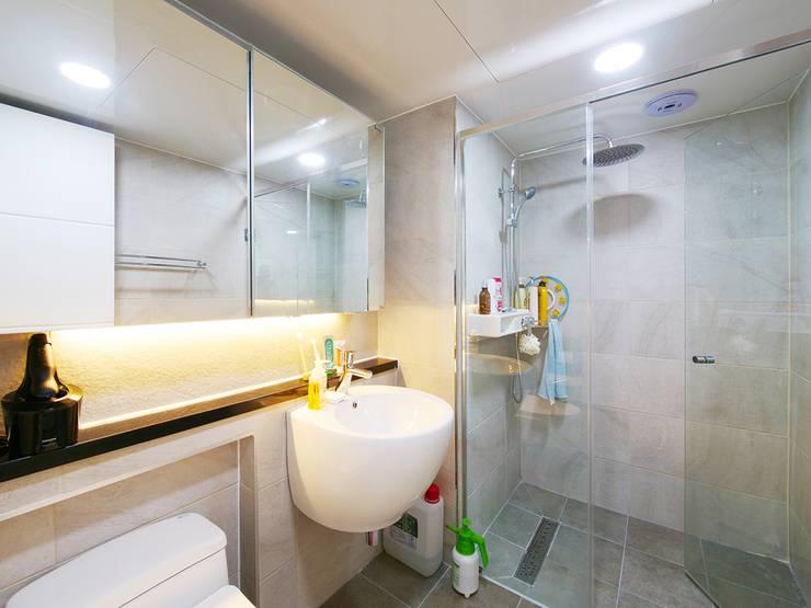 석수 푸르지오 APT 인테리어 리모델링 (33py): 바나나웍스의  욕실,