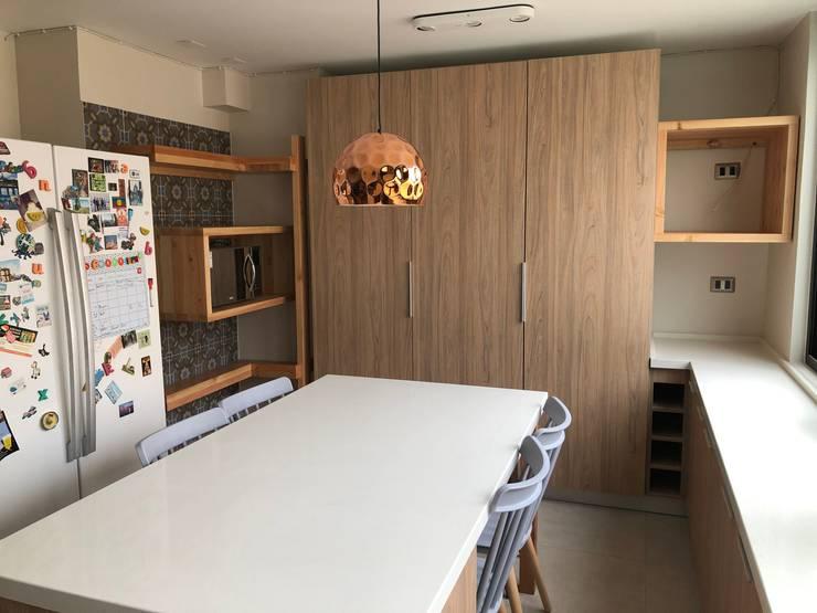 Cocina: Cocinas equipadas de estilo  por MÜR Rukafe