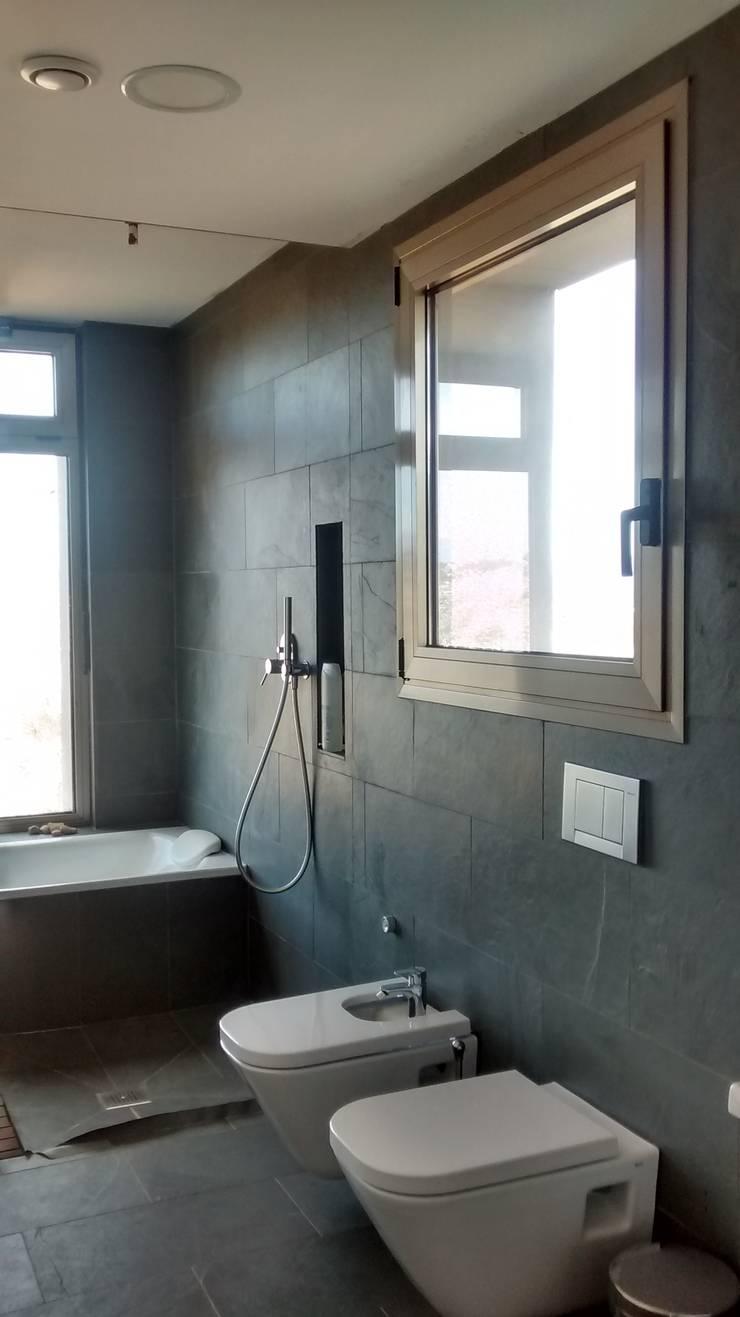 Baño principal: Baños de estilo  de Estudio1403, COOP.V. Arquitectos en Valencia