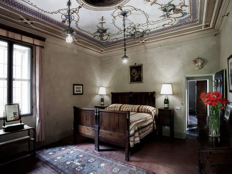 Chambre de style  par elena romani PHOTOGRAPHY
