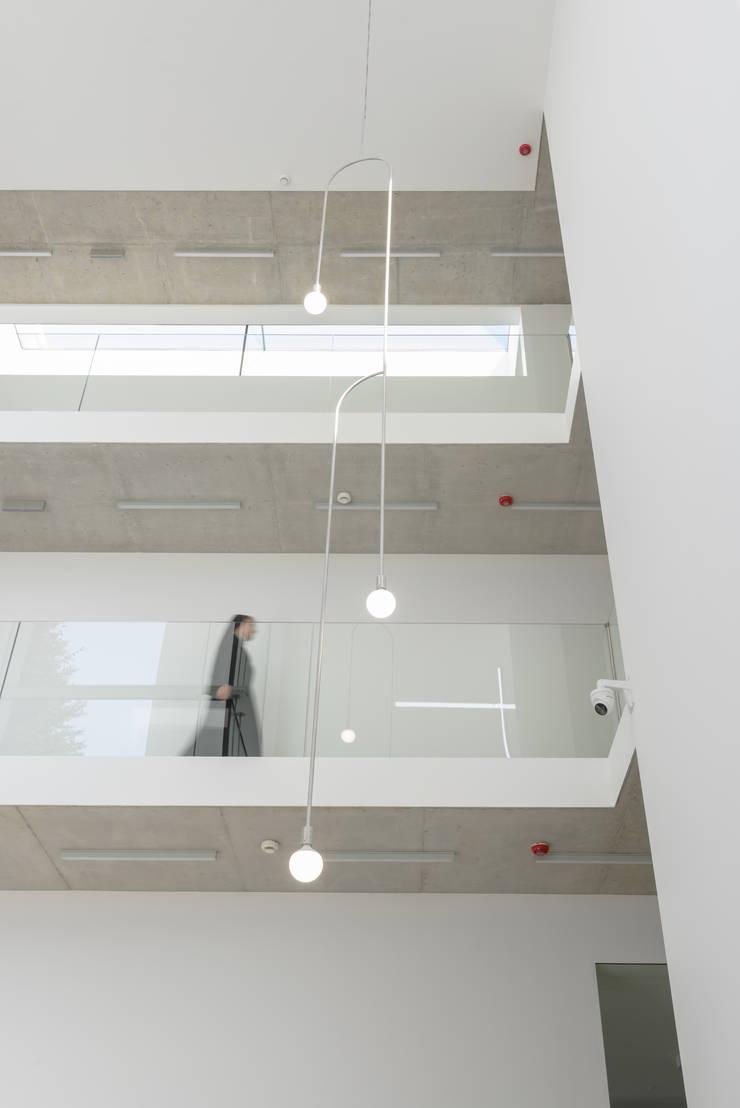Hotels by PORT pracownia i studio architektury, Minimalist Concrete