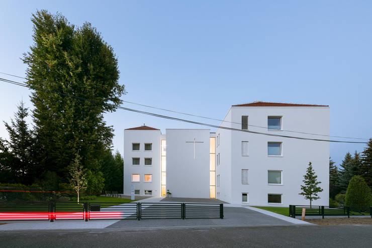 Hotels by PORT pracownia i studio architektury, Minimalist