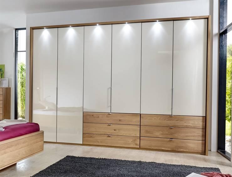 Các mẫu tủ quần áo âm tường đẹp cho phòng ngủ:  Bedroom by NỘI THẤT XLINE