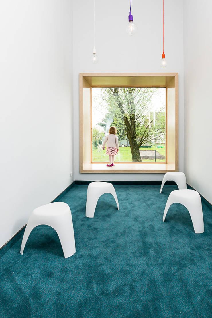 Ecoles de style  par PORT pracownia i studio architektury, Moderne