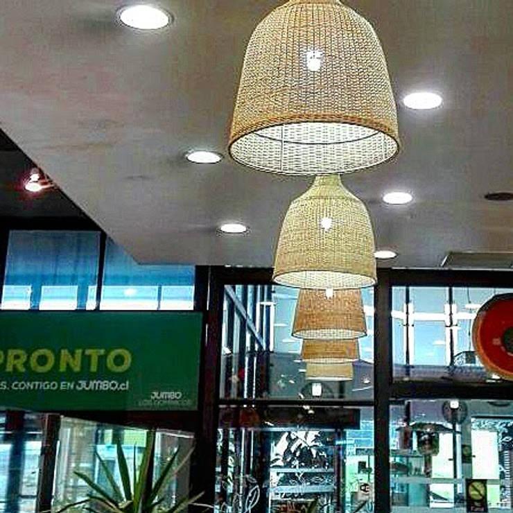 Lámpara danesa instalada Los Dominicos : Oficinas y tiendas de estilo  por ELMIMBRE Spa - Diseño, Fabricación y Comercialización de productos en Mimbre - Región Metropolitana - Chile