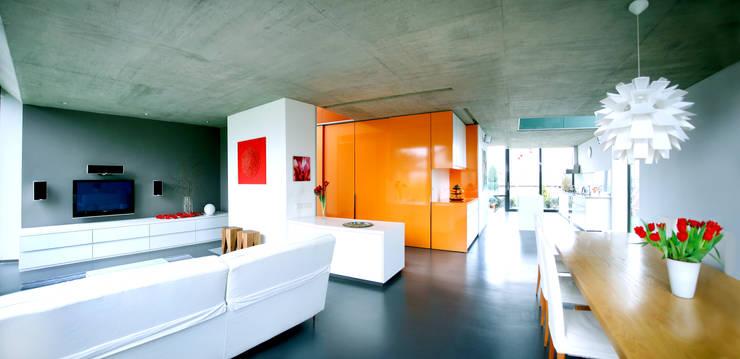 Salon de style  par Innenarchitektur Olms, Moderne