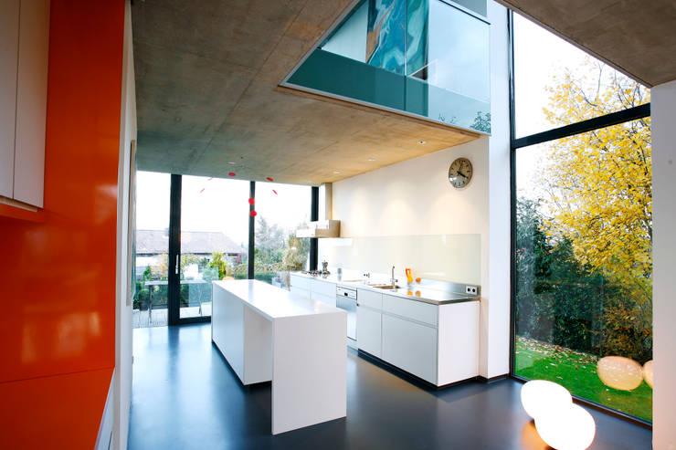 Cuisine intégrée de style  par Innenarchitektur Olms, Moderne