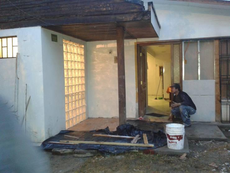 Después: Puertas de estilo  por Constructora CYB Spa