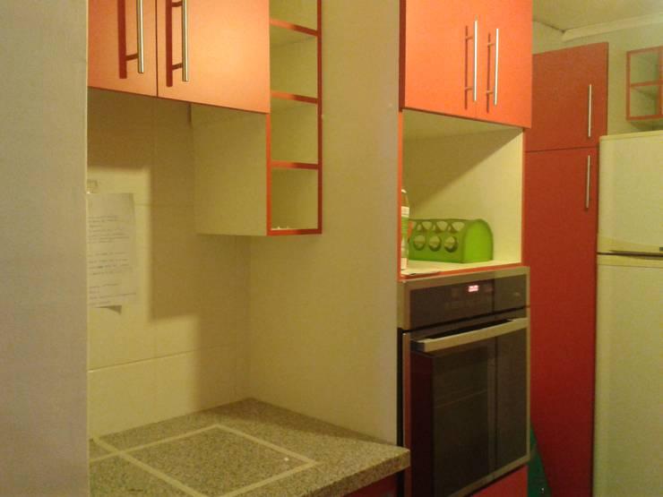 Después: Cocinas de estilo  por Constructora CYB Spa