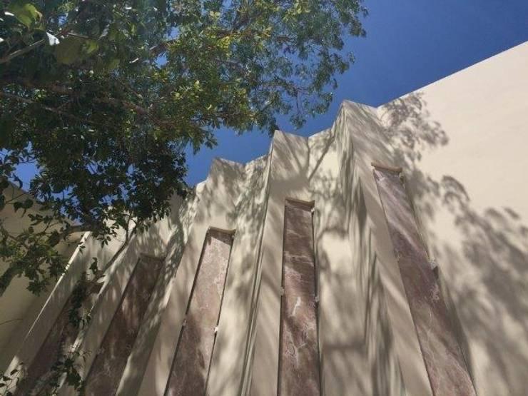 VENTANAS DE ONIX Puertas y ventanas de estilo mediterráneo de UG ARQUITECTOS Mediterráneo Piedra