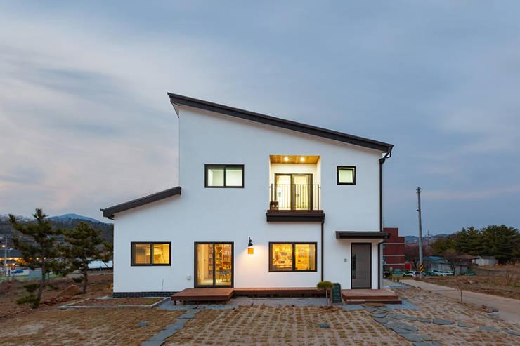 책방 그리고 보금자리, '세 친구의 꿈': 한글주택(주)의  목조 주택