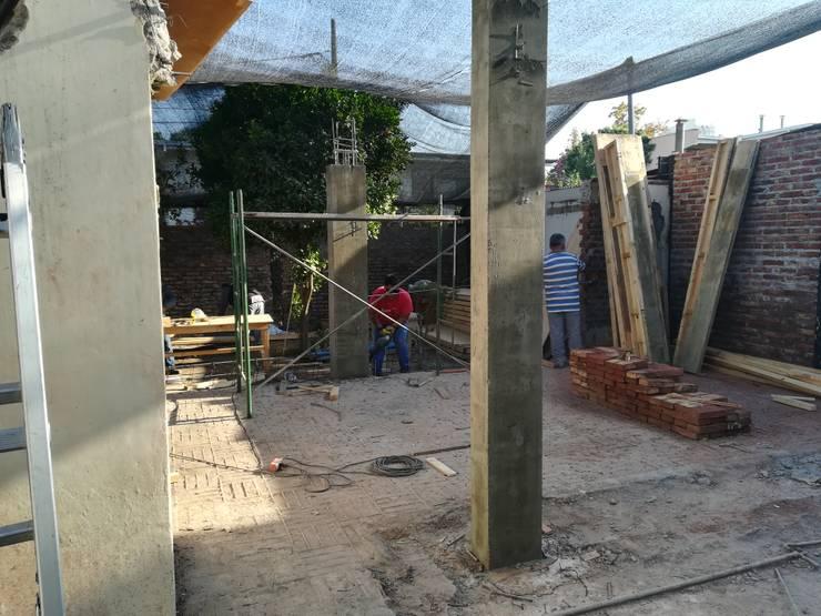Construcción Pilares primer nivel:  de estilo  por MSGARQ