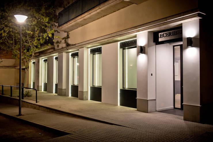 Office buildings by SENZA ESPACIOS, Mediterranean Glass