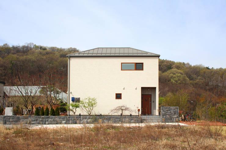 여유당: 이우 건축사사무소의  주택,