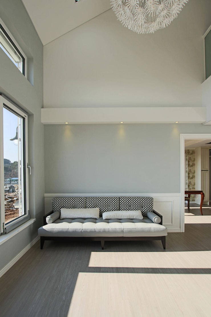 Salones de estilo  de 이우 건축사사무소, Moderno