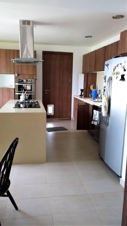 Cocina moderna: Cocinas equipadas de estilo  por Brassea Mancilla Arquitectos