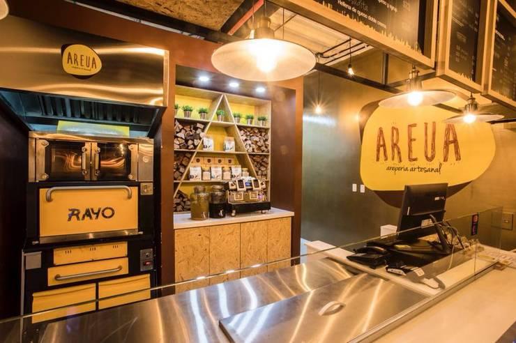 AREUA – AREPERIA ARTESANAL: Cocinas de estilo  por IDEASTUDIO ARQUITECTURA