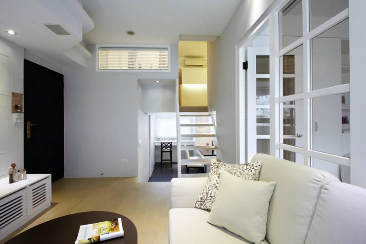瀰 貢:  樓梯 by 耀昀創意設計有限公司/Alfonso Ideas