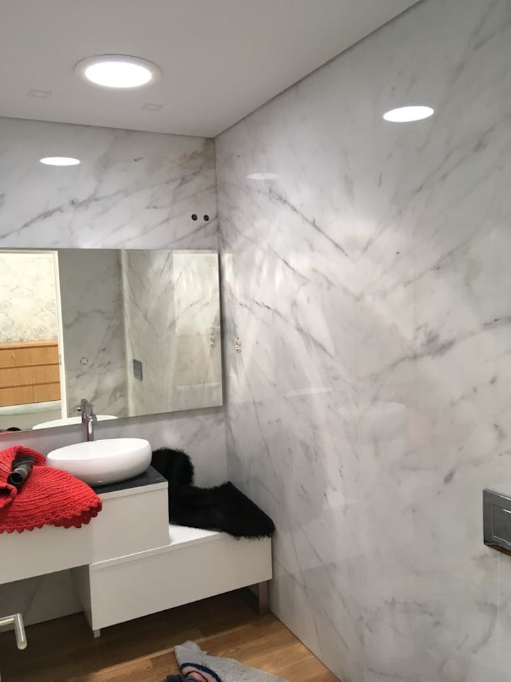 Aplicação casa de banho de Moradia - Exterior: Casa de banho  por Solatube Portugal