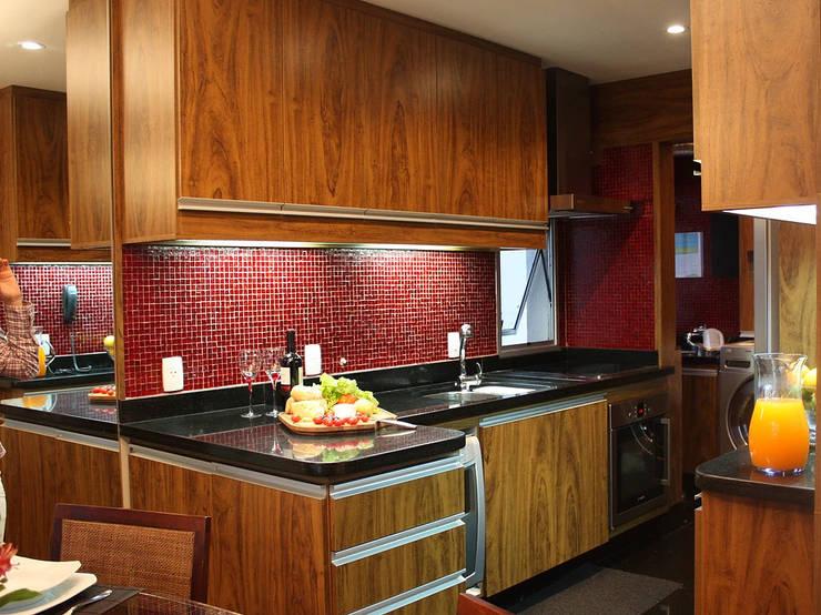Reforma Completa em Apto Jardim da Saúde – SP: Cozinhas pequenas  por RQ ARQ,