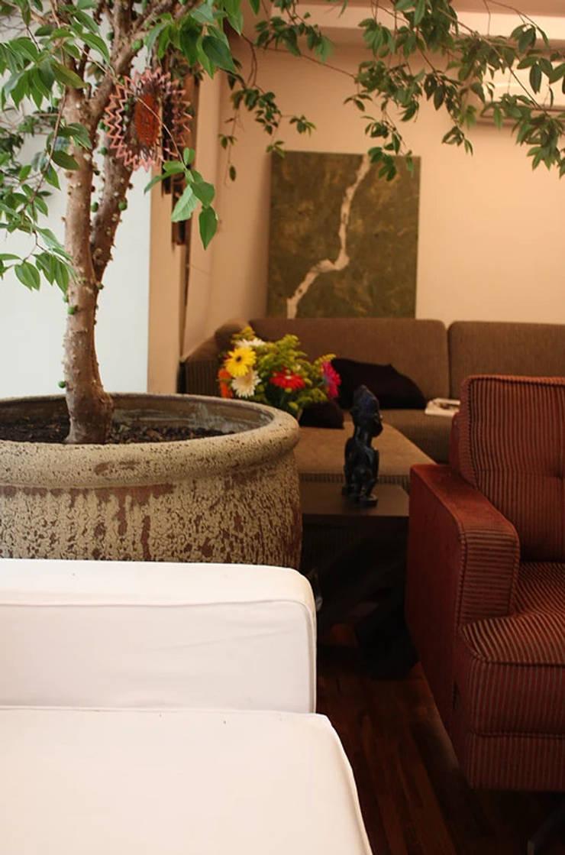 Reforma Completa em Apto Jardim da Saúde – SP: Salas de estar  por RQ ARQ,