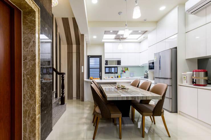 橋頭 許先生:  餐廳 by 德廚臻品 室內設計公司