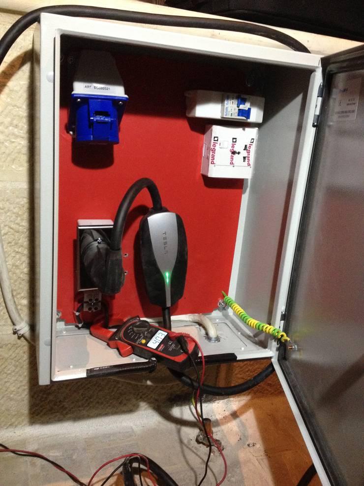 تأسيس نقاط شحن منزلية  لسيارات تسلا / الاردن:  مرآب~ كراج تنفيذ وفا للخدمات الكهربائية المتخصصة,
