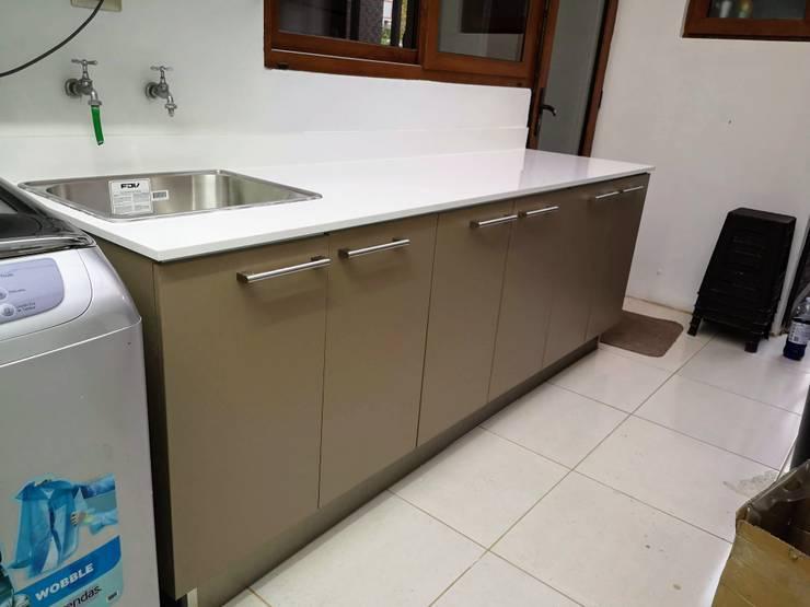 Remodelacion de logía: Muebles de cocinas de estilo  por Sarmih